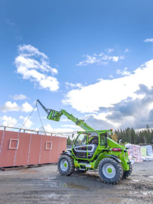 Prefabricerade byggelement lyftes på plats med Merlon